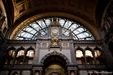 Central Station Inside Entranc by cRomoZone