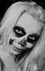 Zombie girl by Helen-Stifler