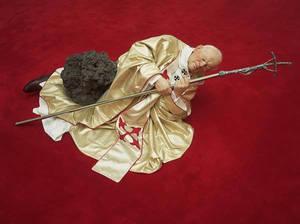 Sculpture Catellan Pope01 Lanonaora