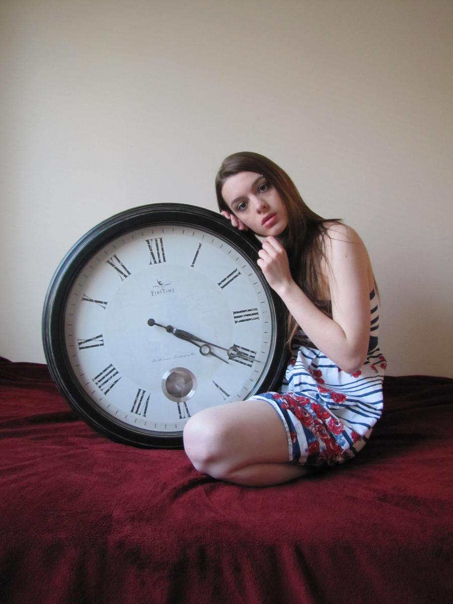 GirlWithClock.Stock01 by Reilune