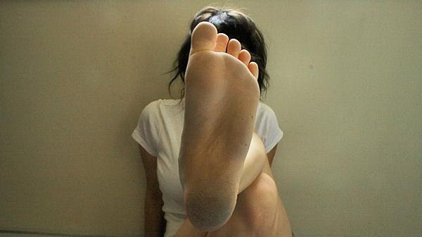 feet I by duhitsmia