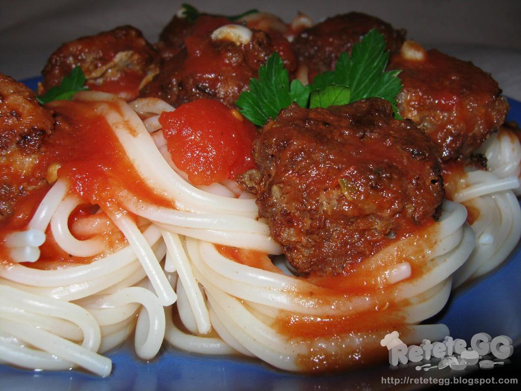 Spaghetti and meatballs by DanutzaP