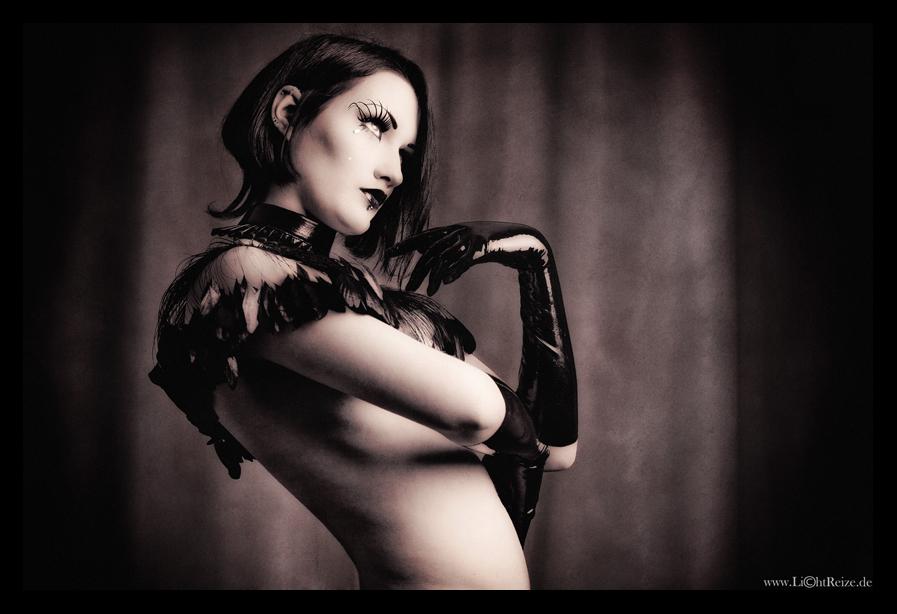 show girl by LichtReize