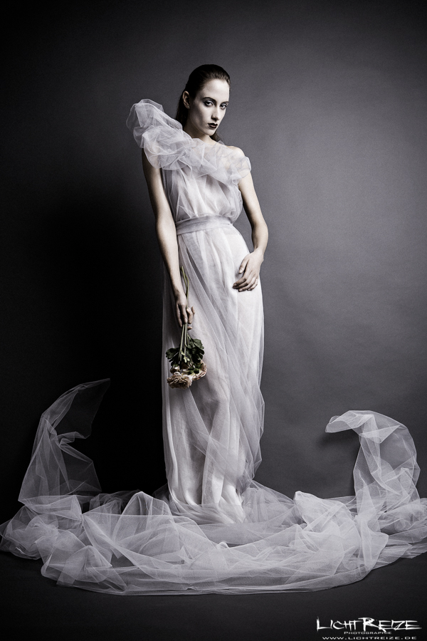 tulle and flowers by LichtReize