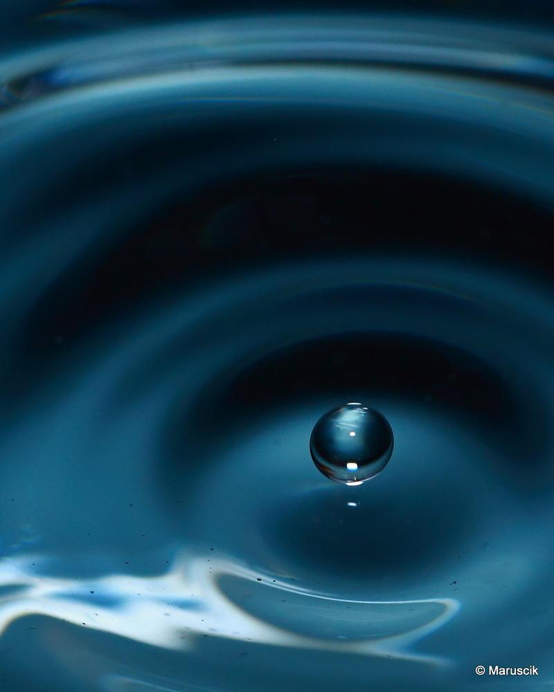 Waterdrop by lichtschrijver