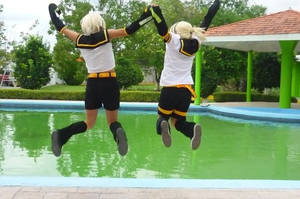 Kagamine Jump by uzumaki-sasunaru