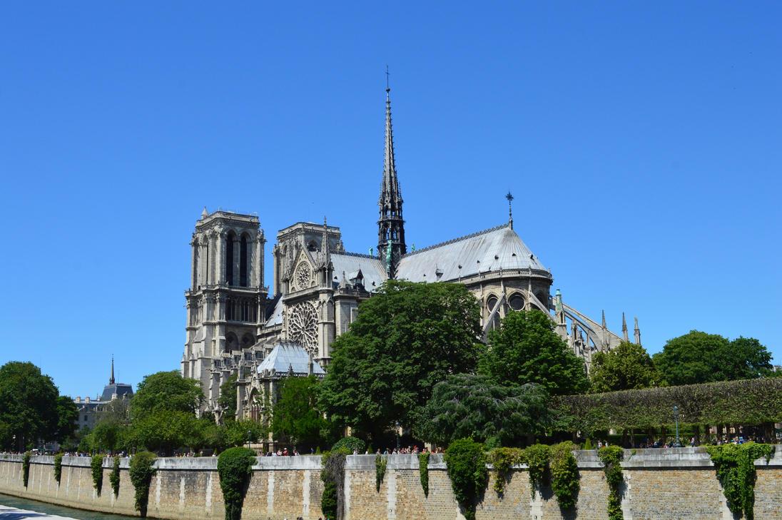 Notre Dame by Lavutamablala