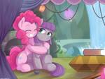 Pinkie Huggg by tikrs007
