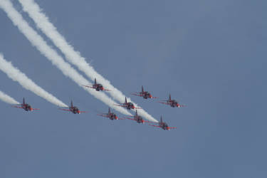 The Red Arrows by mikepaws