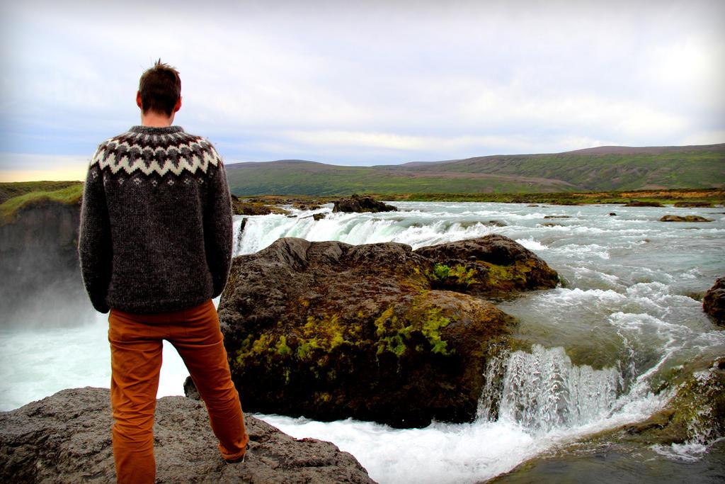 Edge of Godafoss by Lilleninja
