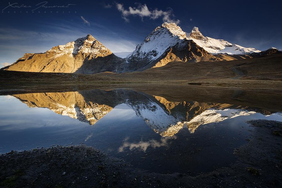 The Smoking Mountain by XavierJamonet