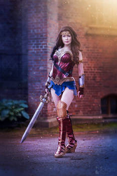 Wonder Woman Cosplay - Ready for battle!