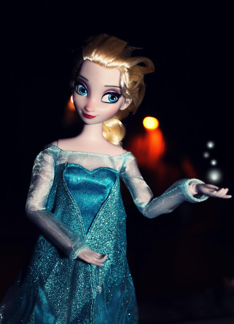 Elsa doll - Frozen by PrueMarvell