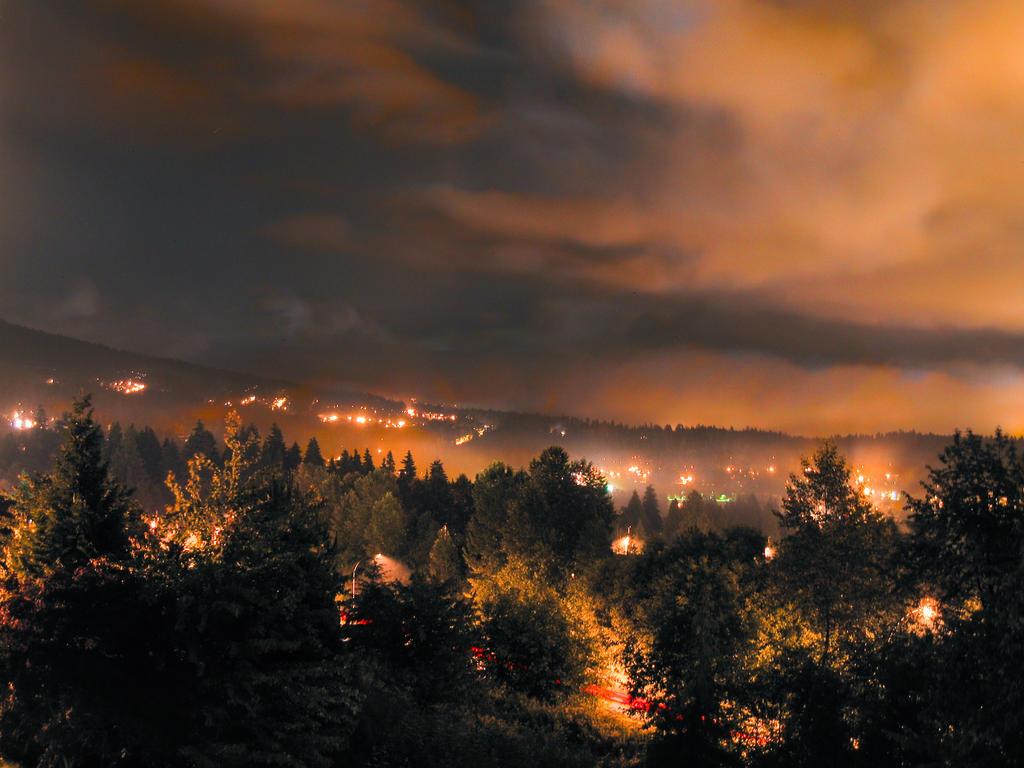 Luminant Night by muntoo