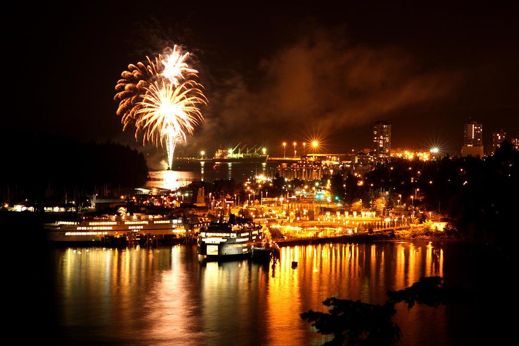 Nanaimo Fireworks by Ubhejane