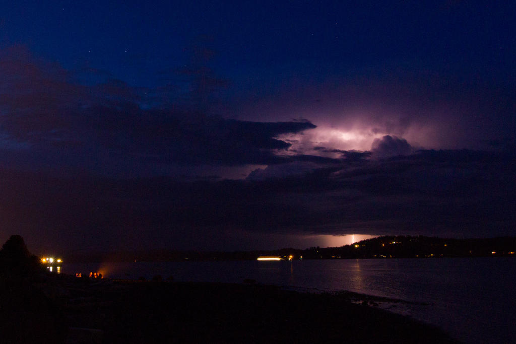 Vancouver Island lightning by DavHed