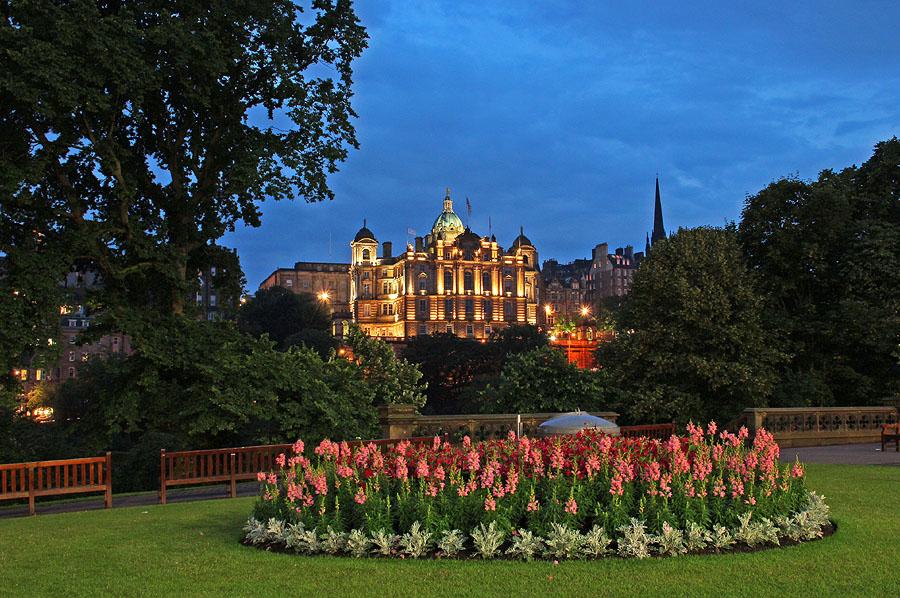 Edinburgh by Night by AgiVega