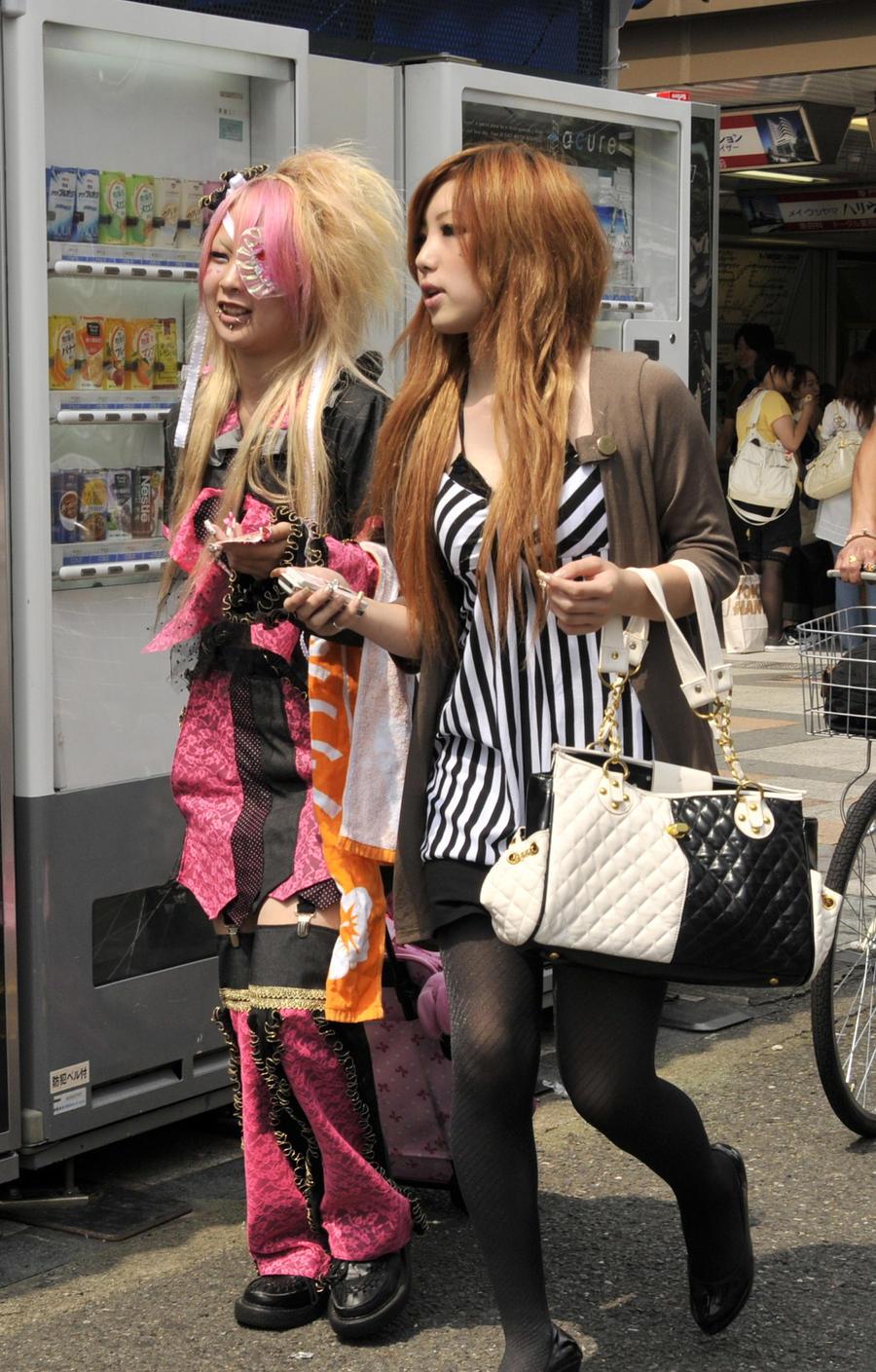 http://fc09.deviantart.com/fs33/i/2008/291/e/f/Pink_Harajuku_by_AndySerrano.jpg