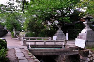 Bridges and Entrances on Philosopher's Walk