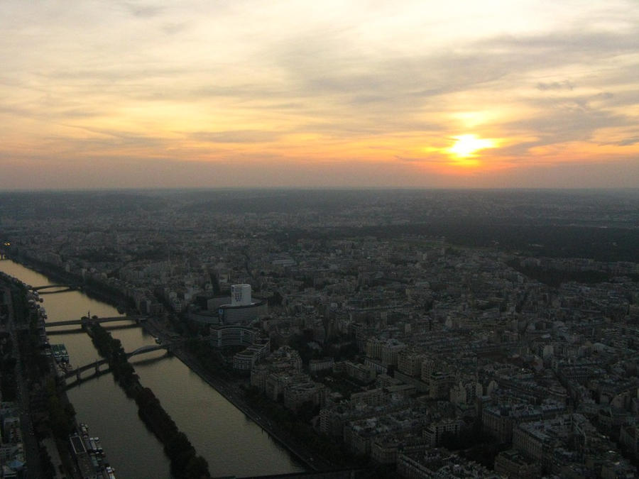 Sunset at Paris by dpaulo