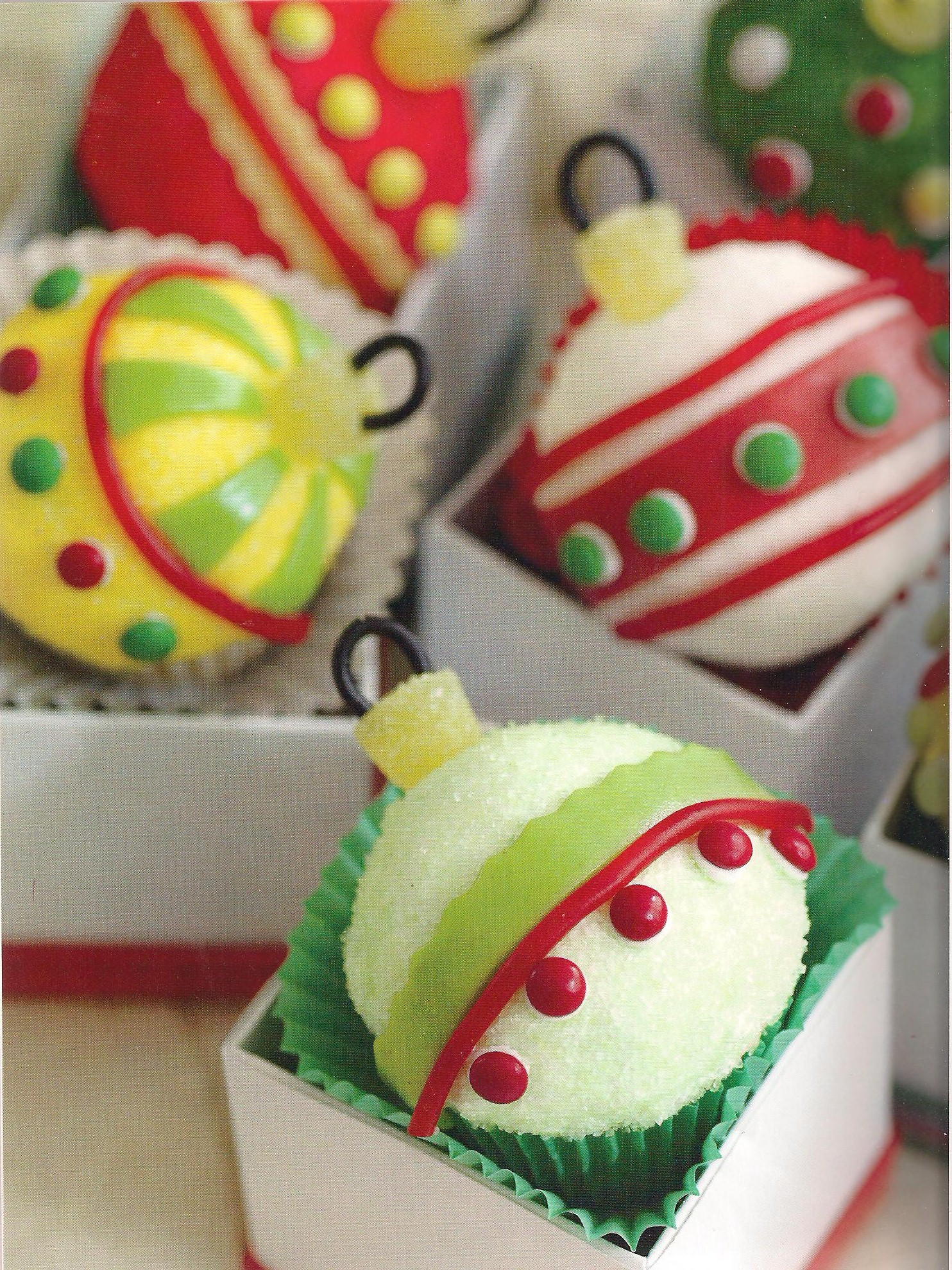 Christmas Cake Decoration Nuts : Top Christmas Cupcake Pictures - Best Collections Cake Recipe