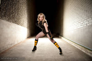 Black Canary in an alleyway by KrisEz