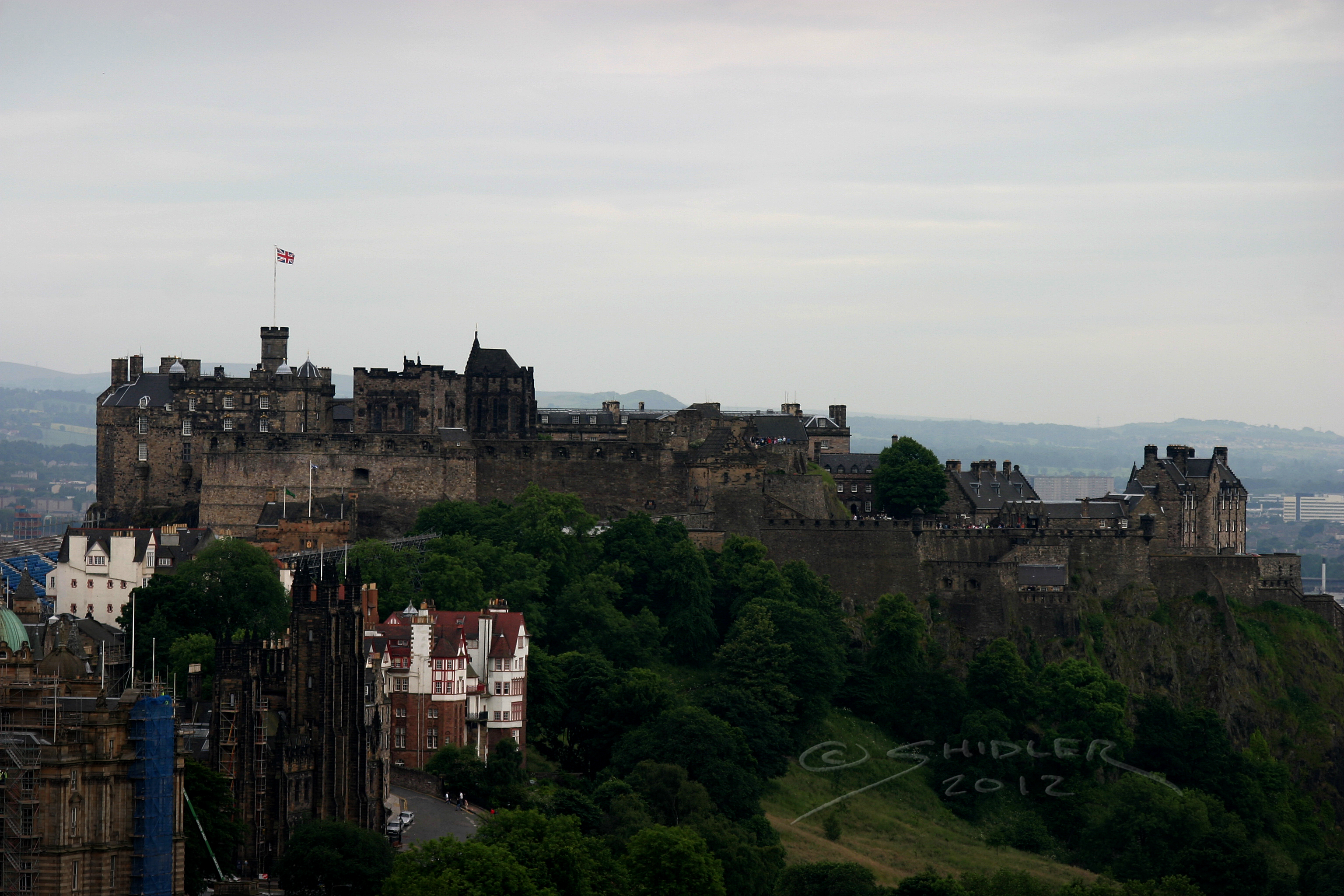 Castle Edinburgh by vikingjon