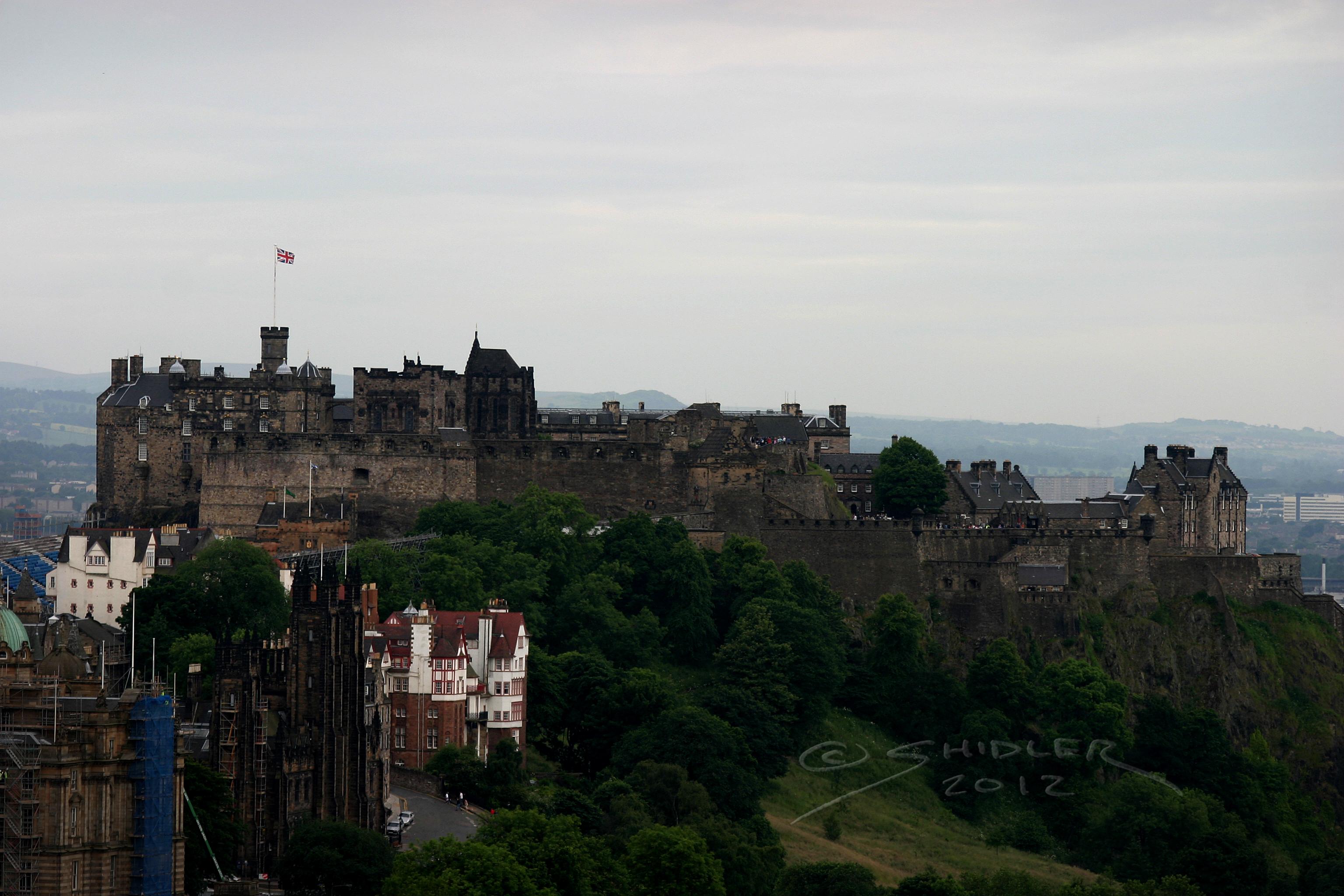 Castle Edinburgh by vikingjon