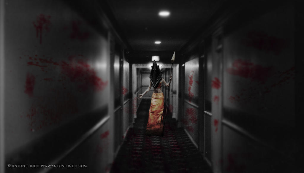 Down the hall - Pyramid head cosplay by Torayami