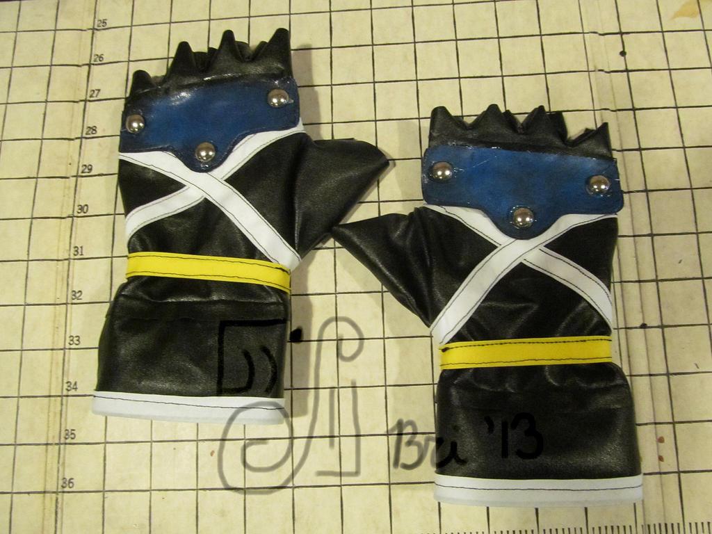 KH2: Sora Glove Comission by FantasyBri