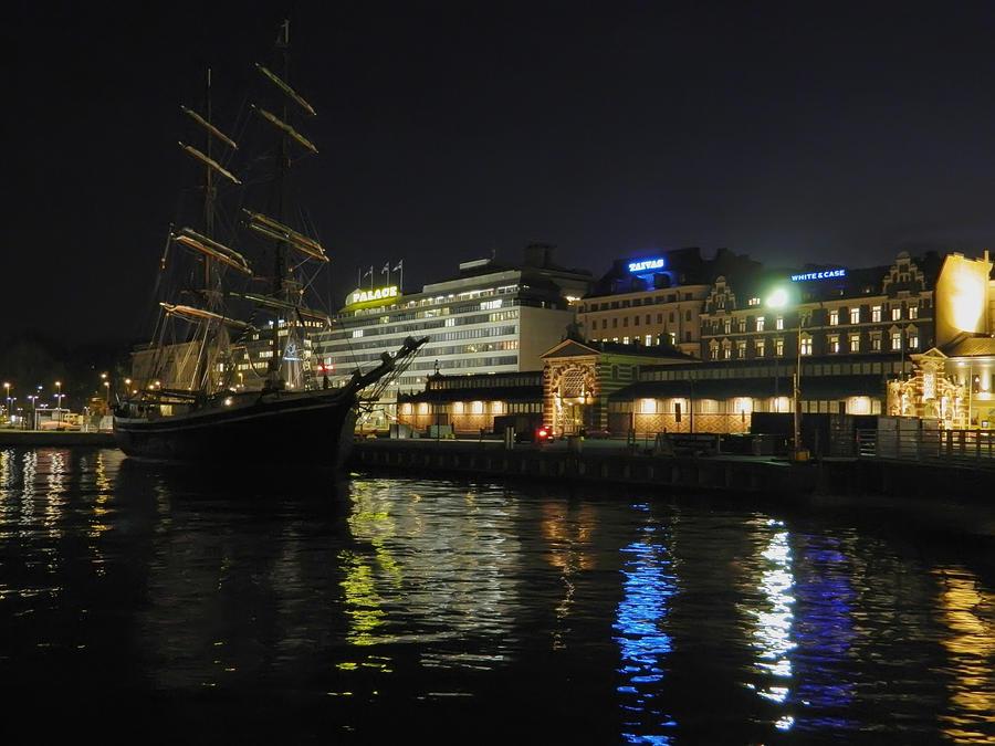 Helsinki Evening Lights by MissLumikki