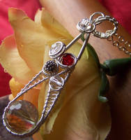 BeJeWeLLeD Pendant by LiquidSilver1