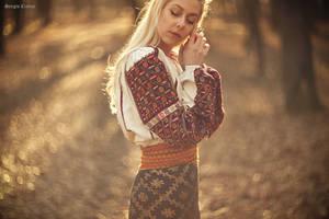 Romanian Folk Costume by Sssssergiu