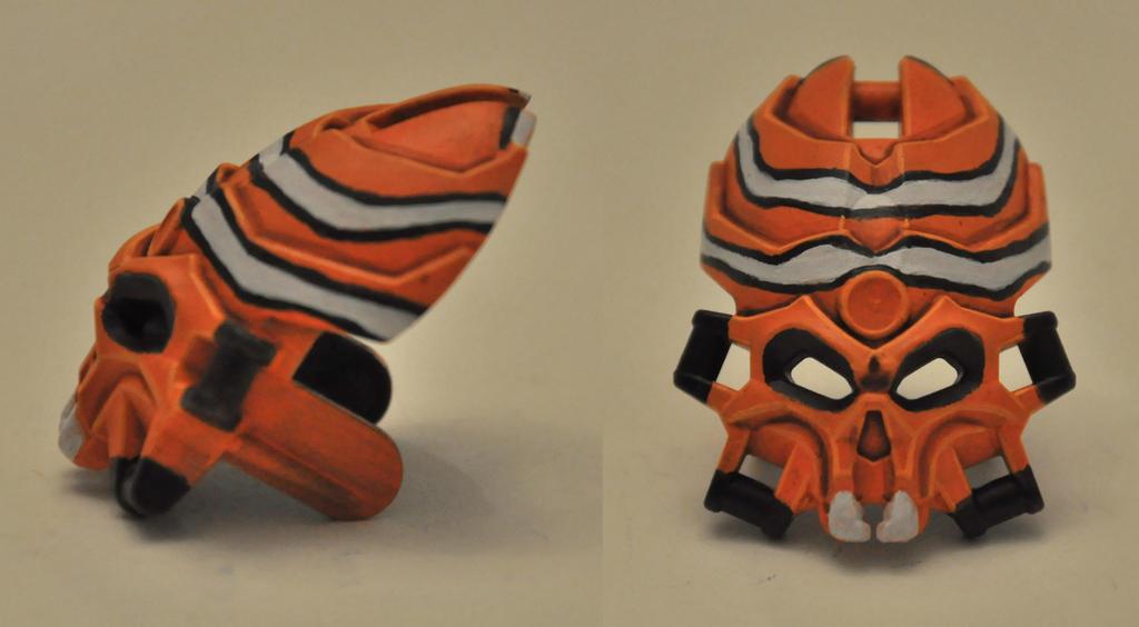 Clownfish Skull Spider by ModaltMasks