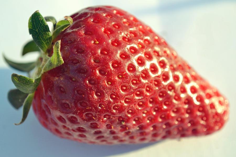 .:Strawberry:. by bogdanici