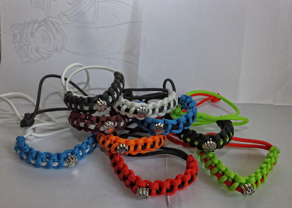 Paracord bracelets by stokermartian on deviantart for Paracord wallpaper