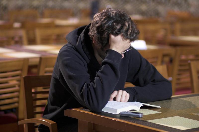 Studying by Helewidis