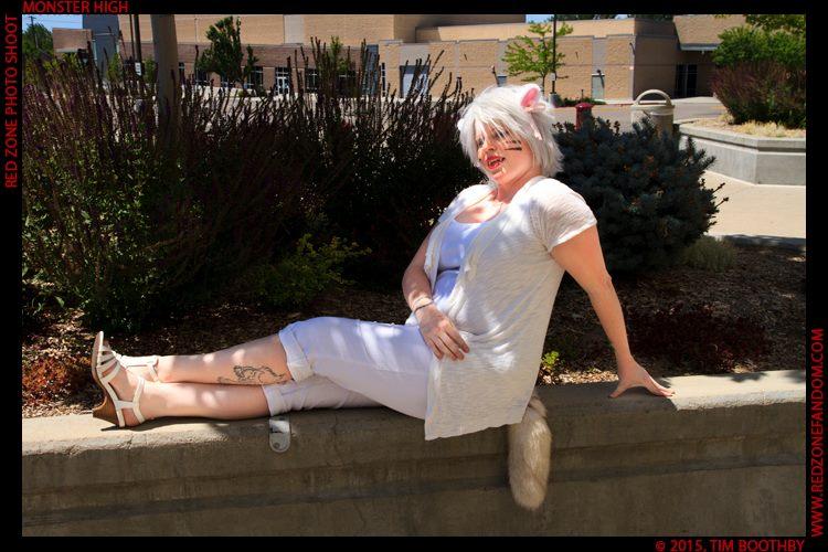White Neko: Lounging by Zeronix
