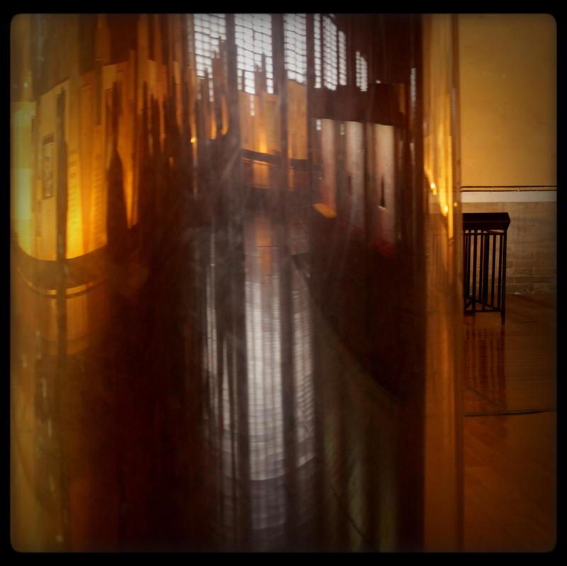 mirrored by scheinbar