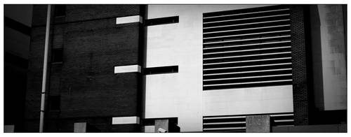 B+w-building by scheinbar