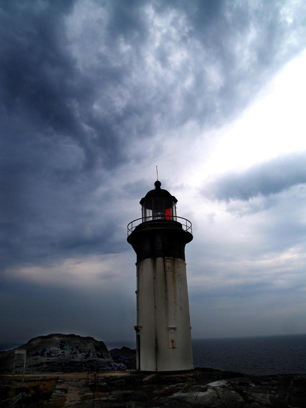 under treacherous skyes by stariander