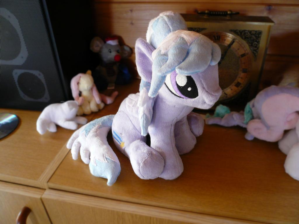 Cloudchaser (sitting) plush by navkaze