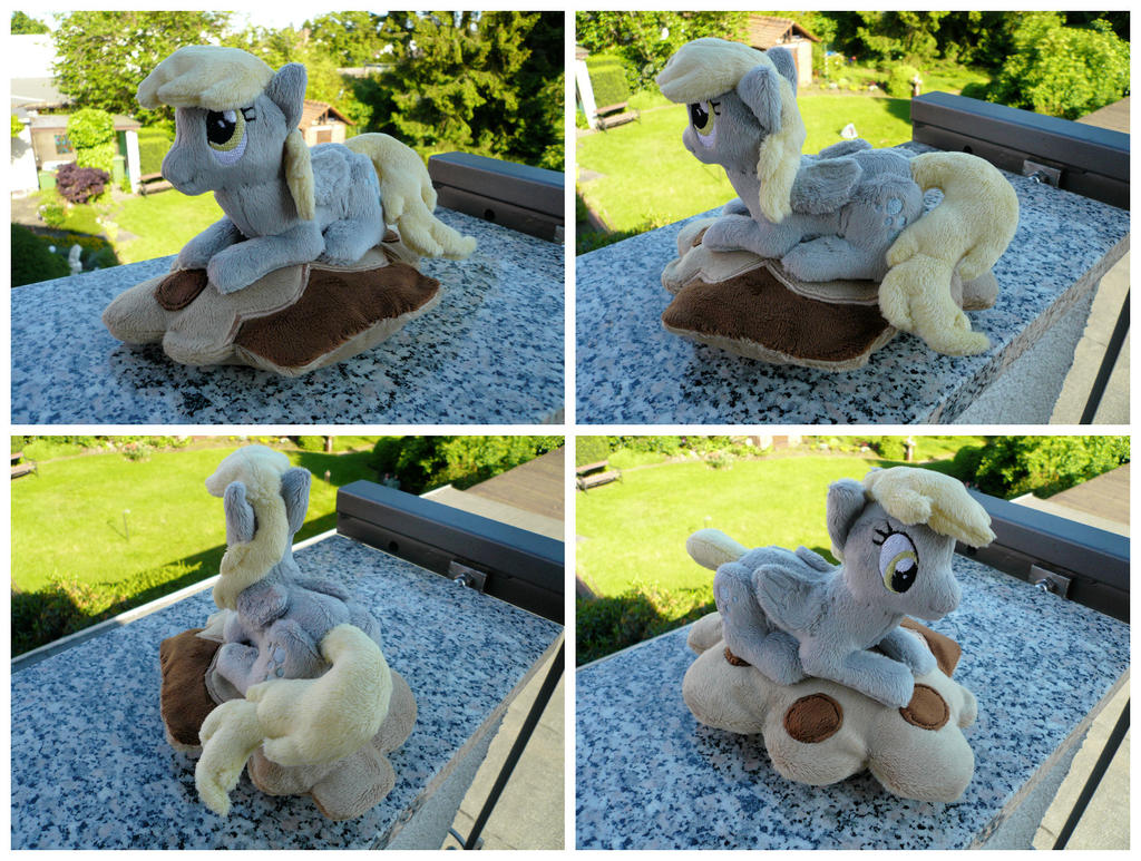 Derpy + Muffin-Pillow by navkaze