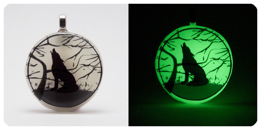 'Howling Wolf' [Glow In The Dark] 2.5D Pendant by navkaze