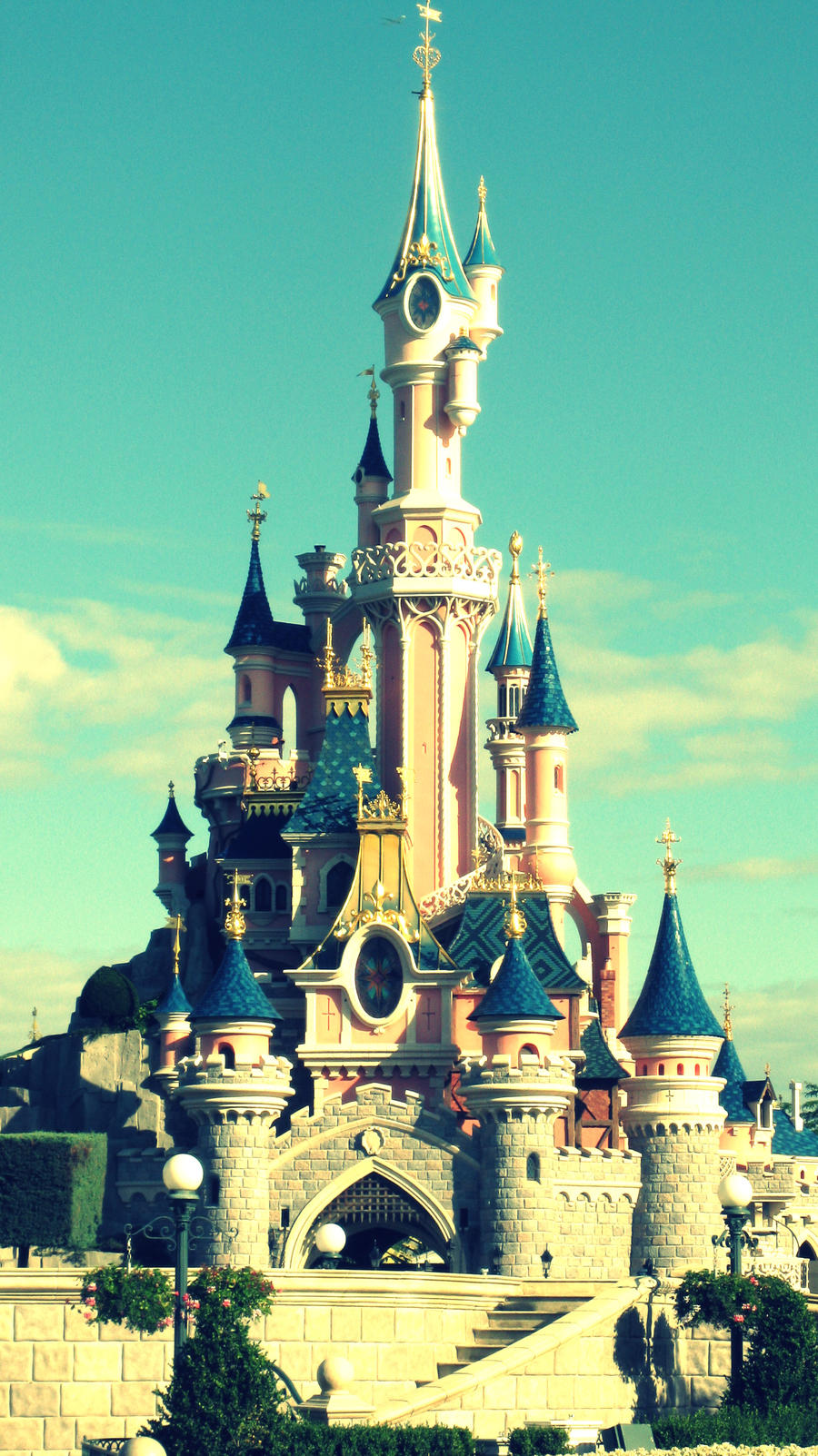 Connu Disneyland Paris - Disney Castle by madubachi on DeviantArt IT04