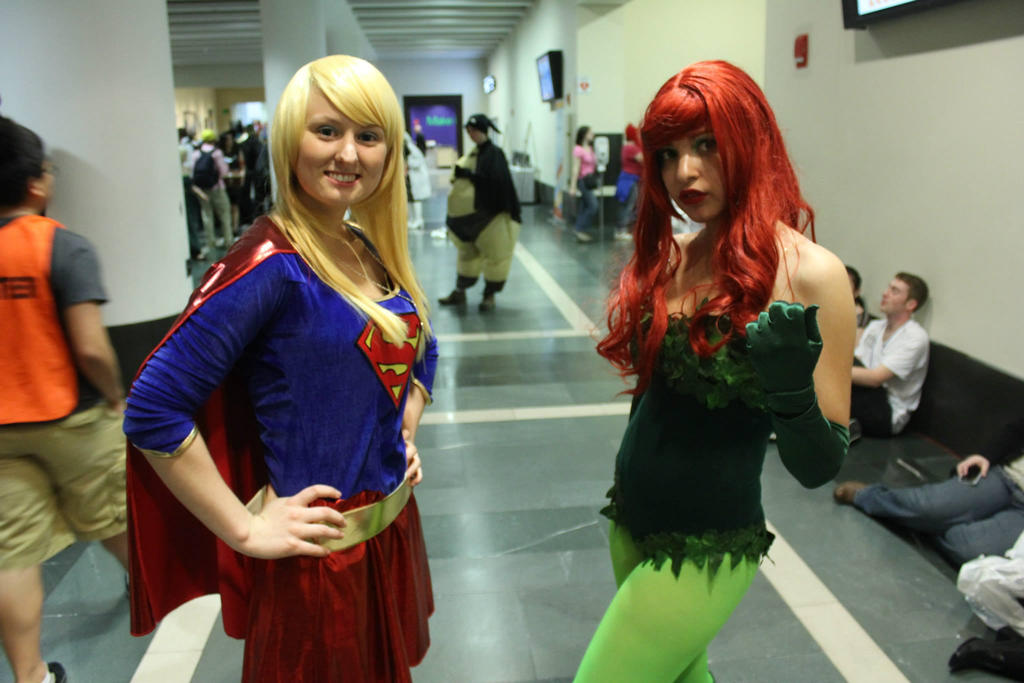 Supergirl And Poison Ivy Www Picsbud Com