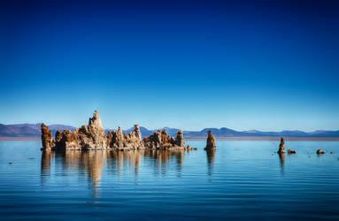 Lake Castle by melintir