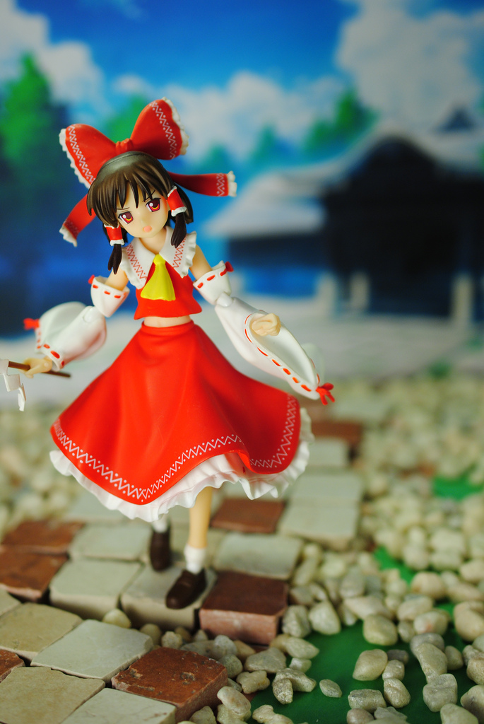 Reimu at the Shrine by Miettechan