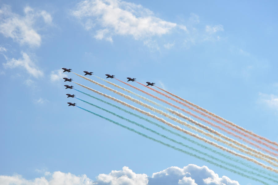 Red Arrows I by rayrussell2000uk