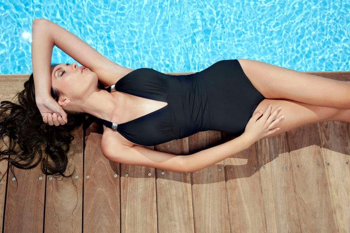 swimming pool by j0lil0u